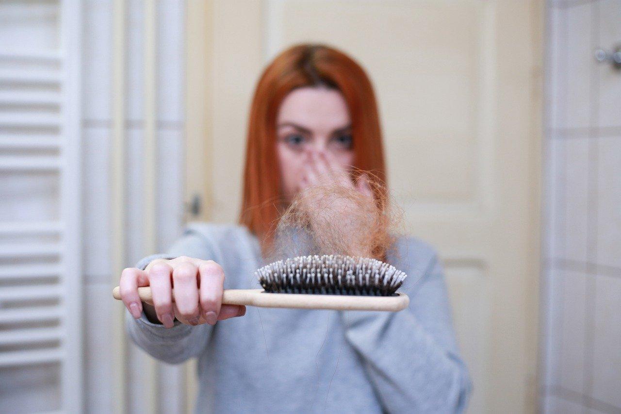 Différentes solutions pour lutter contre la chute de cheveux
