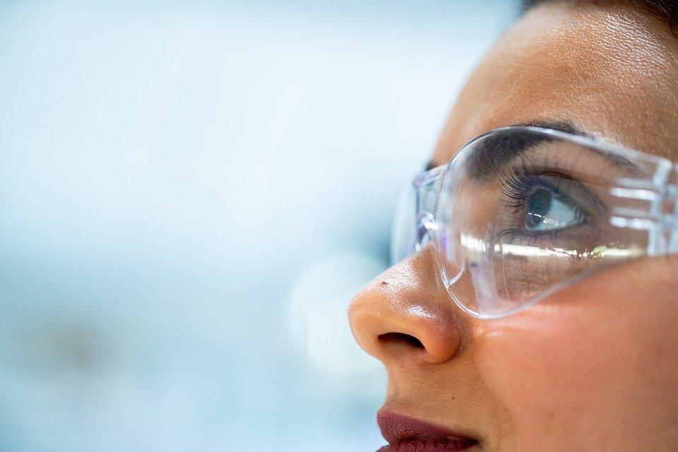 Epilation à lumière pulsée : Quelles lunettes de protection choisir ?